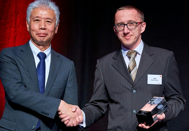 12384-Toyota-achievement-award-2017-for-NSK-Mr-Morimoto-Mr-Kozub.jpg