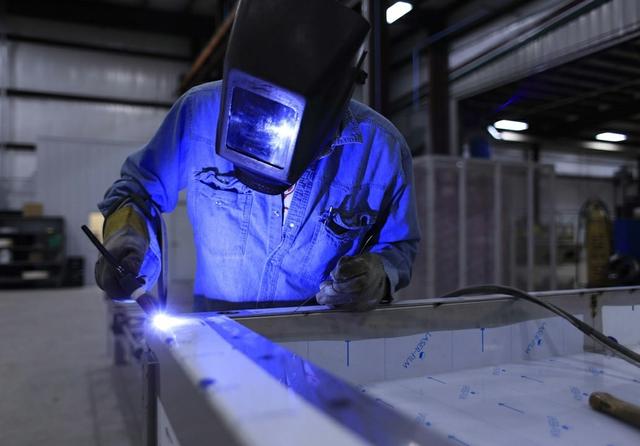 welder_welding_industry_industrial_manufacturing_mask_metal_worker-897748.jpg