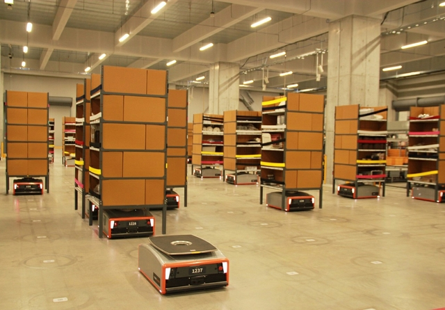 GreyOrange-Butler-warehouse-photo.jpg