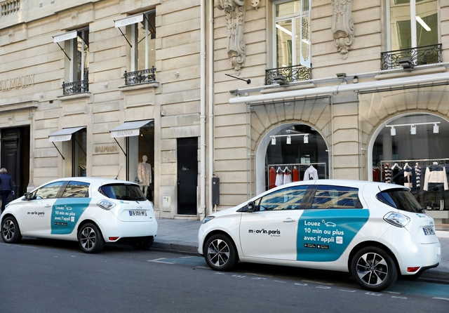21217893_2018_-_The_Moov_in_Paris_by_Renault_mobility_service_is_open.jpg