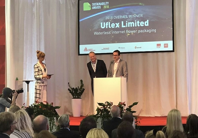 Tim-Sykes-of-Packaging-Europe-Collected-the-Award-on-Behalf-of-Uflex[1].jpg
