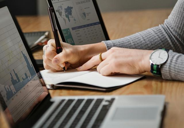analysis-banking-business-1451448_edited.jpg