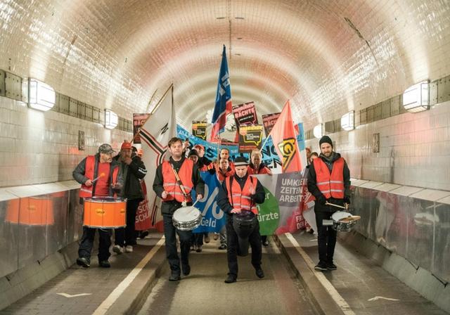 Metal strikers Hamburg.jpg