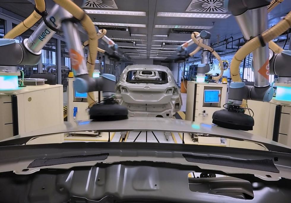 Ford Choreographs Robots