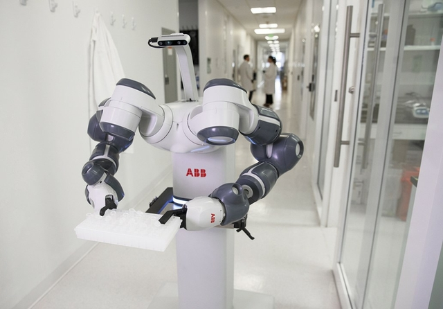ABB demonstrates mobile lab robot for Hospital of the Future