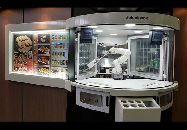 KUKA Bionicook Fast Food Robot