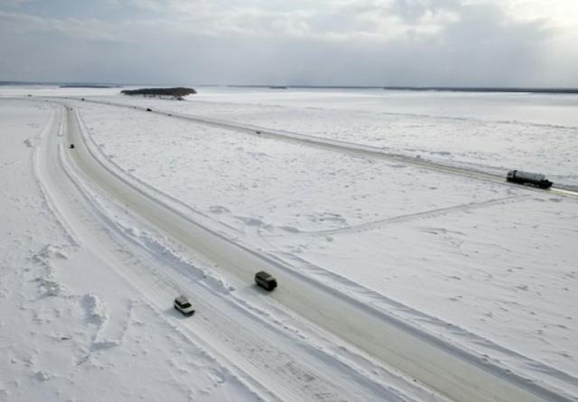 Yakutia ice roads.jpg