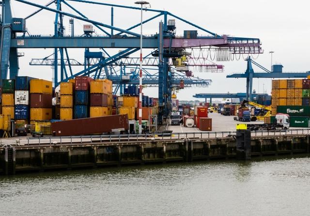 Cargo at Rotterdam port, Netherlands. Credit: Daniel Foster / Flickr