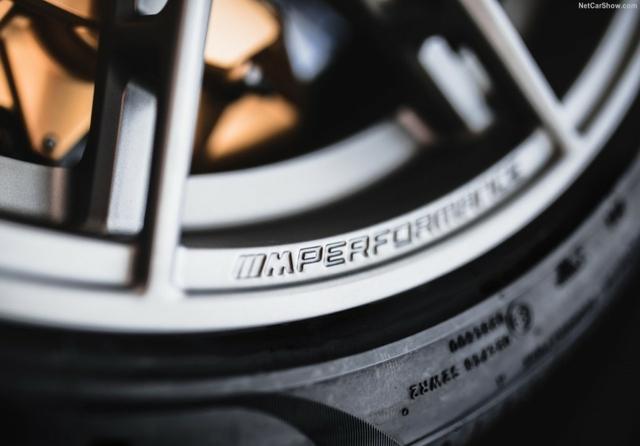 BMW M8, Rimstock