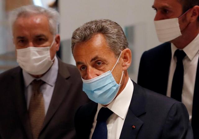 Nicolas Sarkozy court.png