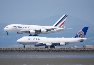 Air France Airbus A380, United Boeing 747, SFO. Credit: Bill Abbott / Flickr