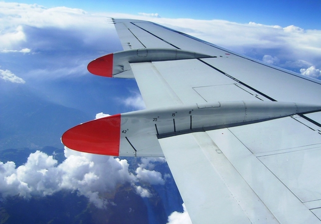 Airplane wing. Credit: Zoagli / Flickr