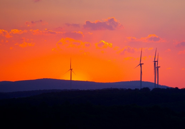 Sunset over turbines. Source: Gerhard Böpple / Flickr