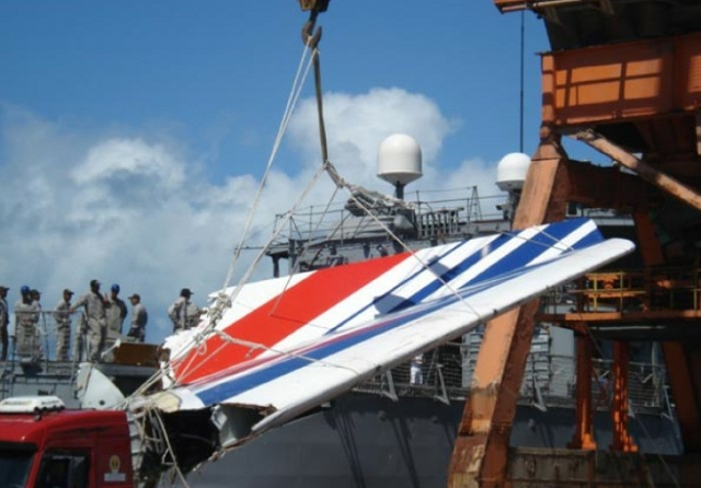 Air FranceRecife - The frigate Constituição arrives at the Port of Recife, transporting wreckage of the Air France Airbus A330 that was involved in an accident on 31 May 2009. Source: Agência Brasil