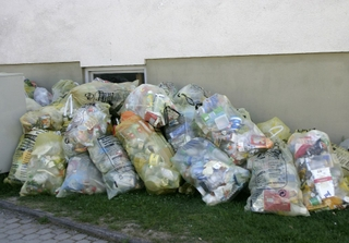 Plastic waste waiting to be collected in Germany. Source: Nino Barbieri / Wikimedia