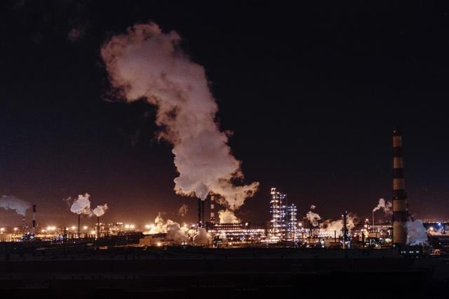 Moscow Refinery. Photo: Alexander Popov / Unsplash