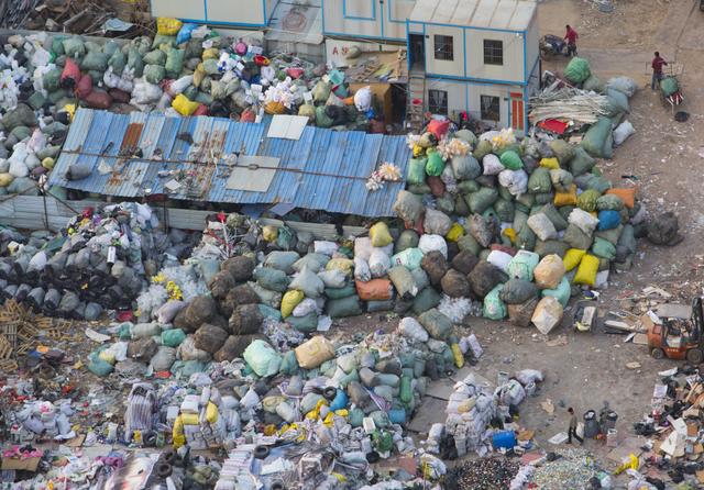 Garbage disposal Shanghai, China.png