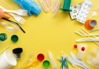 Single-use plastic items. Photo: sherlesi / Shutterstock