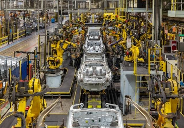Nissan-Juke-production-Body-Shop-2-e15707216921441.jpg