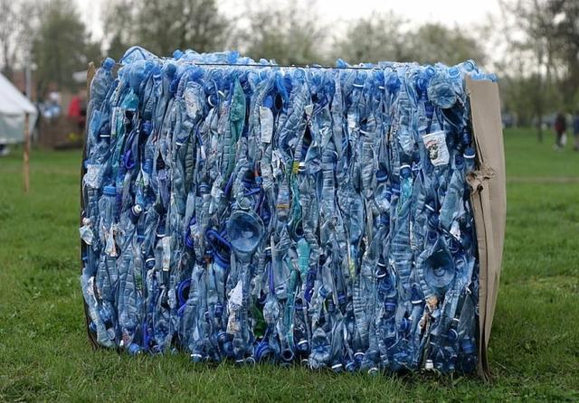folding-blue-plastic-bottle1.jpg