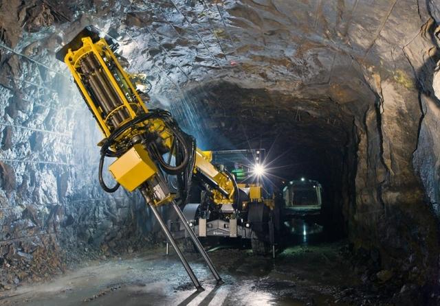 Simba E7 in underground mine.jpeg
