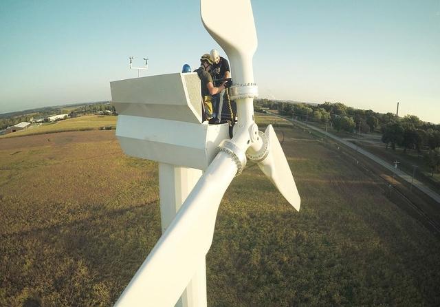 1280px-Wind-Turbine-21.jpg
