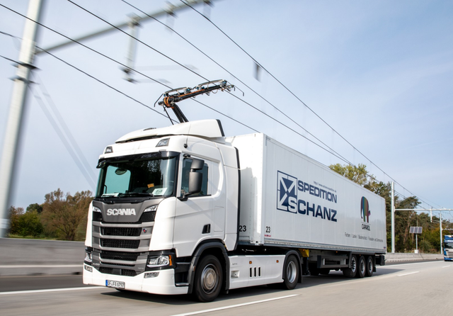 e-highway Scania electric lorry on Siemens power cables. Credit: Siemens Mobility