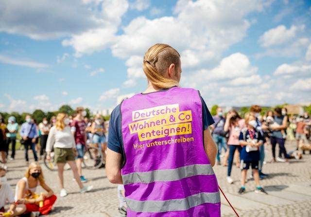 Deutsche Wohnen enteignen. Photo: Jana Legler/DWE